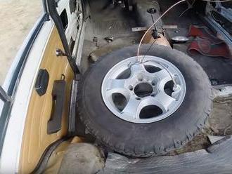 Ruský experiment ukázal drtivé následky pouhého přehuštění jedné pneumatiky