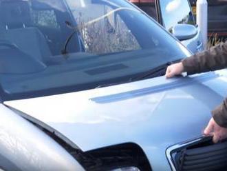 Někdejší propadák Audi má neuvěřitelně složitý způsob otevírání kapoty motoru