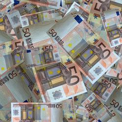 Cinsky dlh sa prehlbuje