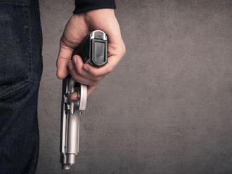 Žena, ktorú v Česku v reštaurácii postrelil manžel, podľahla zraneniam
