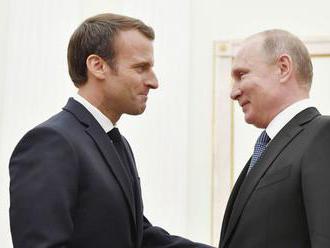 Putin a Macron vyzvali na zjednotené úsilie na záchranu iránskej jadrovej dohody