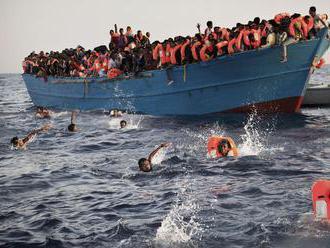 Počet obetí z potopenej lode s migrantmi pri tuniskom pobreží stúpol na 72