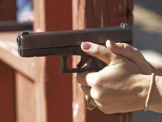 Pražská polícia vyšetruje údajnú streľbu na vlak vo Vysočanoch