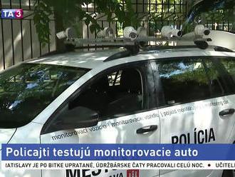 Policajti testujú monitorovacie auto, má pomôcť s parkovaním
