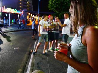 Opilcov vyšetrujú na úkor chorých, rezorty rokujú o záchytkách