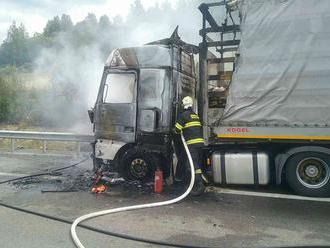 Horiaci kamión neďaleko Východnej obmedzil premávku