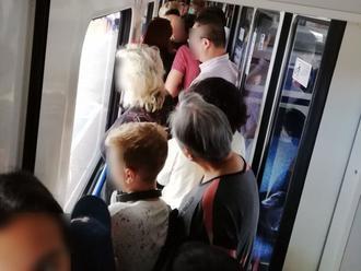 Natlačení ako sardinky! FOTO Ľubo vo vlaku trpel niekoľko hodín, čo na to železnice?