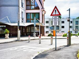 Regulácia vstupu do pešej zóny v Žiline znížila počet vozidiel o 30 percent