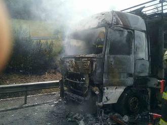 AKTUÁLNE Vážna nehoda na D1: Kamión v plameňoch, úsek je neprejazdný