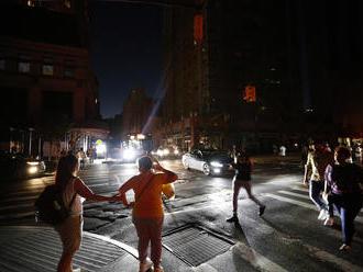 Rozsiahly výpadok elektriny v New Yorku: Time Square zahalila tma, JLo vypli v štvrtej pesničke