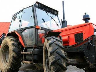 Obrovská tragédia: Deti   zahynuli pod kolesami traktora. Šoféroval ho 13-ročný chlapec