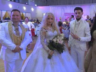 Na pravej rómskej svadbe v Nitre: Mladý muzikant a modelka z Írska sa zoznámili cez internet