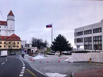 Takto bude vyzerať stožiar pred parlamentom. Pozrite si vizualizáciu