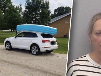 Nezodpovedná matka prevážala deti v bazéne na streche Audi Q5!