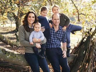 William s Kate letěli s dětmi na dovolenou běžnou linkou