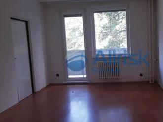 NA PREDAJ -  Priestranný 3 izbový byt s lodžiou, Segnerova ulica
