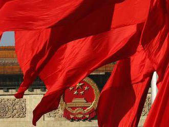 Čína tlačí na