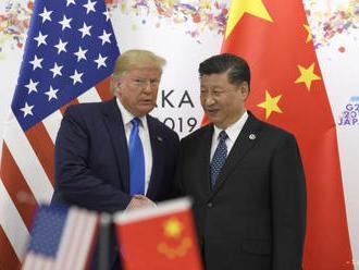 Trump nechce násilný zásah Číny v Hongkongu, bude telefonovať so Siom