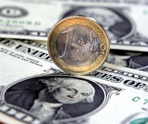 Kurz eura sa stabilizoval na úrovni okolo 1,11 USD/EUR