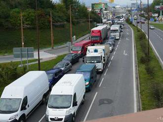 BUĎTE TRPEZLIVÍ: Na bratislavských cestách sa ráno zdržíte do 15 minút
