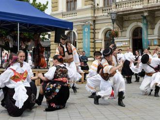 Trnavská brána víta folkloristov zo Slovenska i zahraničia