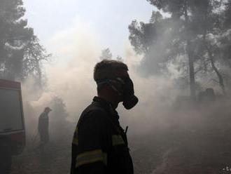 Hasiči v boji proti požiaru na gréckom ostrove Euboia pokročili