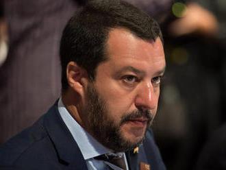Salvini: Migránsáradatot hoznának Renziék