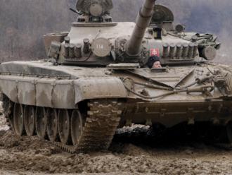 Chceli ukázať desať tankov, uvidíme štyri. Prípravy na vojenskú parádu k SNP ukazujú stav armády