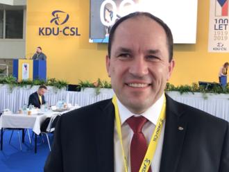 Prezident nesmí dělat z ústavy trhací kalendář, říká šéf KDU-ČSL. Jde za Zemanem