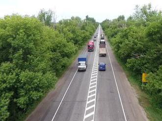 Rusové stvořili silnici s nejdelším zákazem předjíždění na světě, řidiči se ale vzepřeli