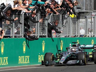 Strhujúci záver v Maďarsku. Zlú stratégiu Red Bullu potrestal Hamilton
