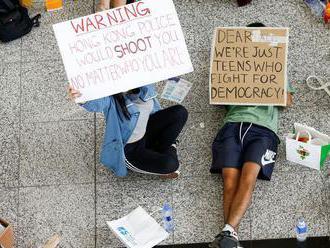 Čína nepovolila dvom americkým lodiam vplávať do prístavu v Hongkongu