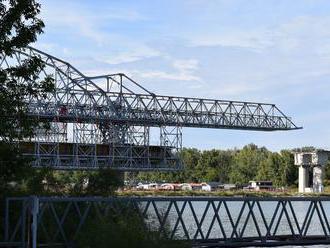 Šiesty most v Bratislave sa rozrastá, výsuvná skruž je už nad Dunajom