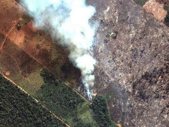 Bolsonaro kritizoval Macronov návrh riešiť požiare v Brazílii na summite G7