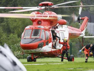 Telá dvoch jaskyniarov vyzdvihne v poľských Tatrách vrtuľník
