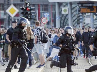 V Chemnitzi sa rok po dobodaní Nemca zišli stovky extrémistov
