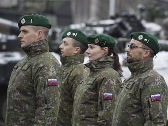 Vojakov chcú odmeňovať nielen podľa hodnosti, ale aj výkonu funkcie