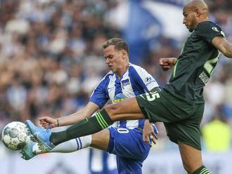 Lipsko je zatiaľ v novej sezóne Bundesligy stopercentné, Duda videl žltú kartu a Hertha hladko prehr