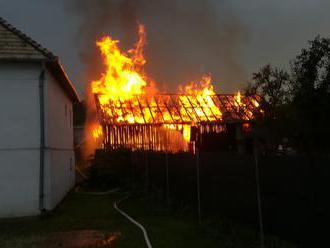 Blesk udrel v Prešove do stodoly. Zhorela do tla