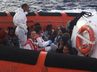 Talianske úrady povolili deviatim migrantom vylodiť sa na Lampeduse