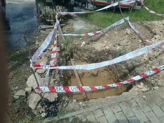 FOTO: V Rožňave uniká plyn, šíri sa cez kanalizáciu