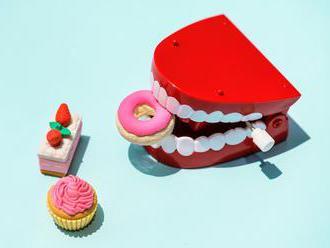 Nemáte čas ani financie na drahé procedúry bielenia zubov? S nami svoj úsmev rozžiarite veľmi jednod