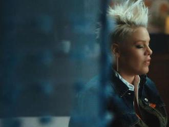 VIDEO: Pink nabízí k titulní písni alba