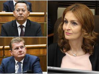 Drahšie cigarety podporili aj fajčiari medzi ministrami, podľa Kalavskej by si mali vstúpiť do svedo