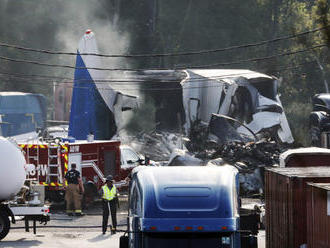 V USA sa krátko pred pristátim zrútilo veľké dopravné lietadlo, nehodu nikto neprežil