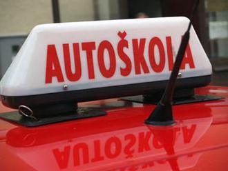 Korupcia s vodičskými preukazmi, ministerstvo a NAKA začali s kontrolami autoškôl