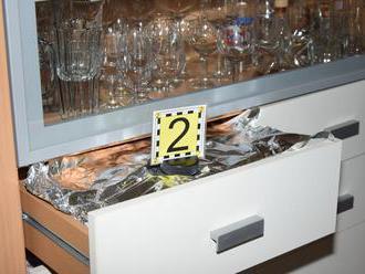 Foto: Z farského úradu si odniesli prstene aj stovky eur, policajti chytili aj zlodeja vane