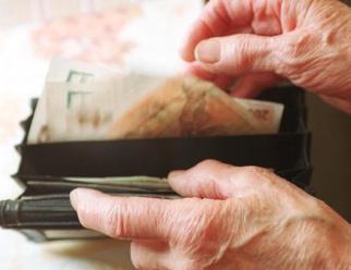 Zvýšení důchodů starším penzistům Senát neprosadil
