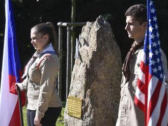 Památník v Polné připomíná havárii bombardéru z roku 1944