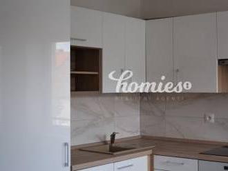 PRENÁJOM 4 izbový byt s klimatizáciou v  rod. dome, Nitra centrum